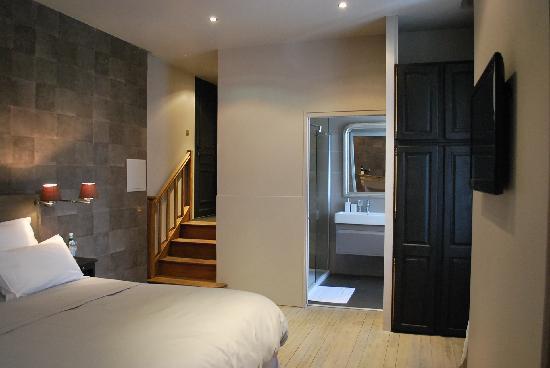 la chambre cosy picture of les chambres de l 39 imprimerie. Black Bedroom Furniture Sets. Home Design Ideas