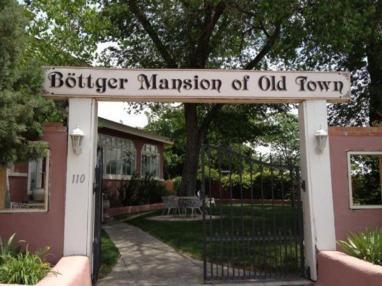 Bottger Mansion of Old Town: outside the  B and B