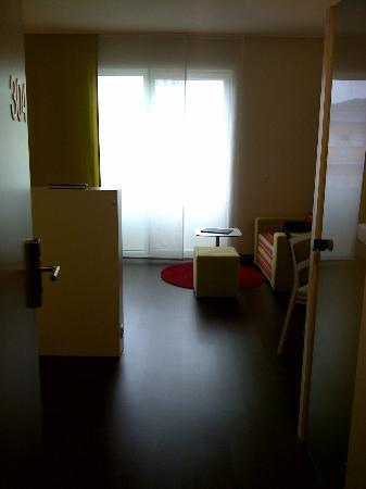 Harry's Home Linz: Blick ins Zimmer aus dem Eingangsbereich