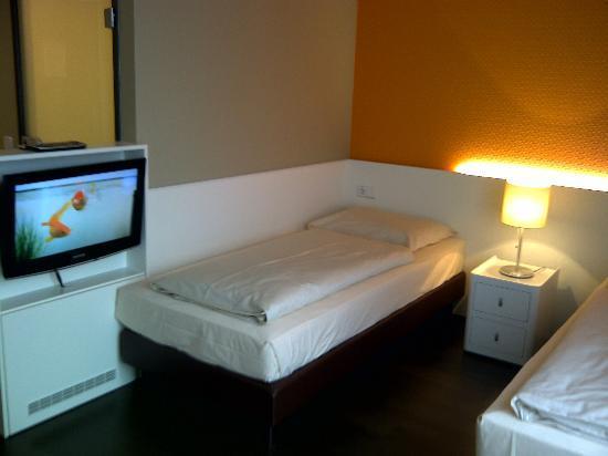 Harry's Home Linz: Betten (getrennt) mit TV