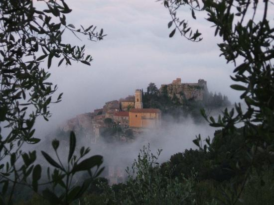 Domaine Pins Paul: Eze village - early morning mist