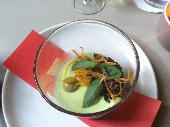 Floataway Cafe: Fresh mint panna cotta