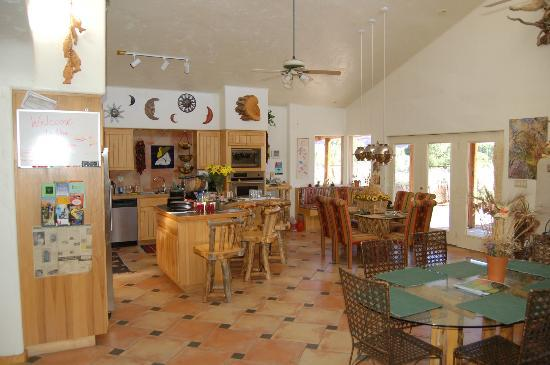 Adobe Abode Bed & Breakfast: Dining Area