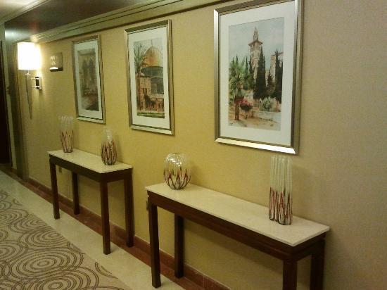 Doubletree by Hilton Ras Al Khaimah: Hotel carridor