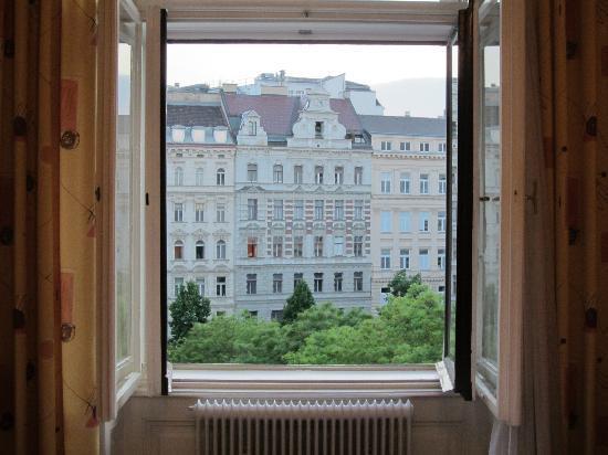 شويزر بنسيون سولدرار: view from our window