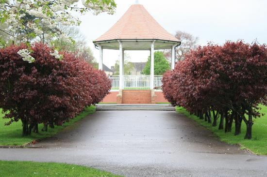 Diana Lodge B And B: John Coles Park Bandstand