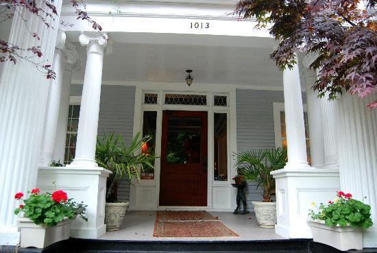 Mozart Guest House: Entrada de la casa