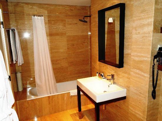 Hotel Tivoli Coimbra: Tivoli Coimbra Hotel - Superior Room - bathroom