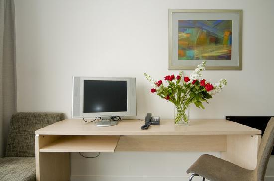 Waldorf Tetra Serviced Apartments: working area