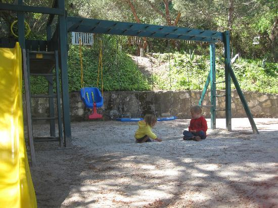 Saddle Mountain RV Park: Sandy playground