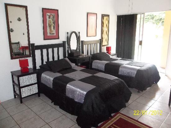 Linga Longa Guest House: Room 2