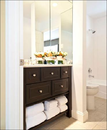 Sharon Country Inn: Fully Renovated Bathrooms in our original rooms