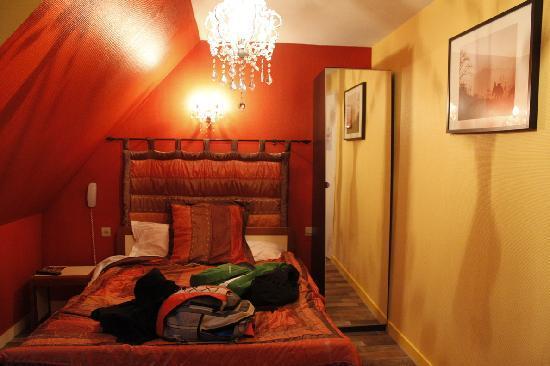 Hotel de La Tour de L'Horloge: Our room, excuse our mess :-)