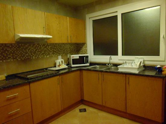 Al Khoory Hotel Apartments: The Kitchen