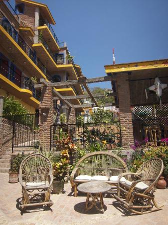 Old Mazatlan Inn : As You Enter The Hotel