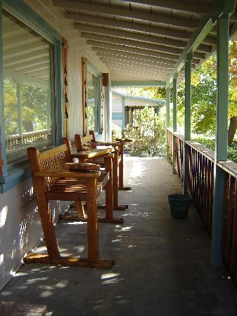 Sierra Gateway Cottages: Private front porches