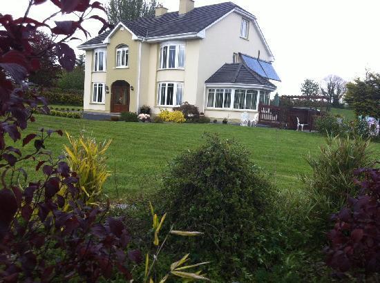 Burke's Mulbur House: House and gardens