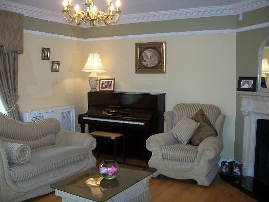 Burke's Mulbur House: guest lounge