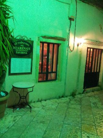 Marina's Tavern: Side view of the taverna