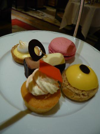 The Dorchester : afternoon tea at the promenade