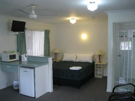 Earls Court Motor Inn: Motel Room