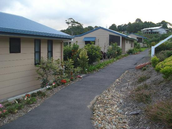 Blue Summit Cottages: The cottages are separated by a few metres, which assures your privacy.