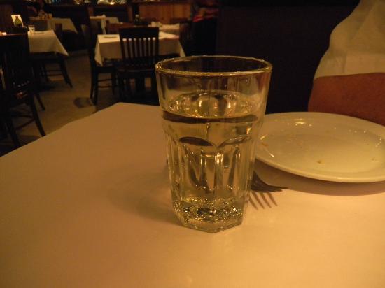 Romano's Macaroni Grill: Pleasant glass of wine