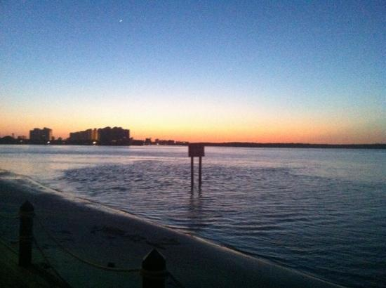 Flippers on the Bay: gorgeous sunset while enjoying a glass of wine and dinner