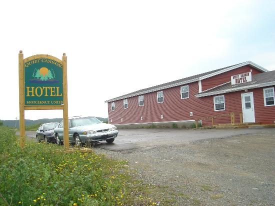 Quiet Cannon Hotel: located next to Fogo Island Ferry Dock