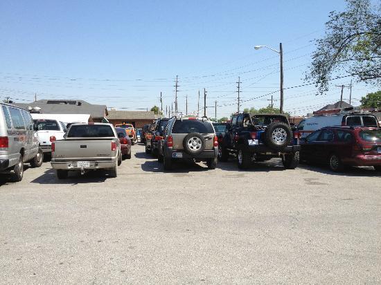 Mann's Grill: Parking Lot