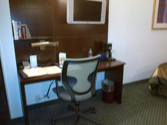 Club Quarters Hotel, Wall Street: Work space in room