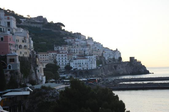 Hotel la Bussola: Looking towards town