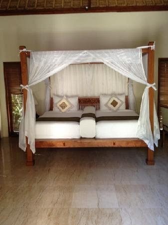 Balibaliku Beach Front Luxury Private Pool Villa: twin bed