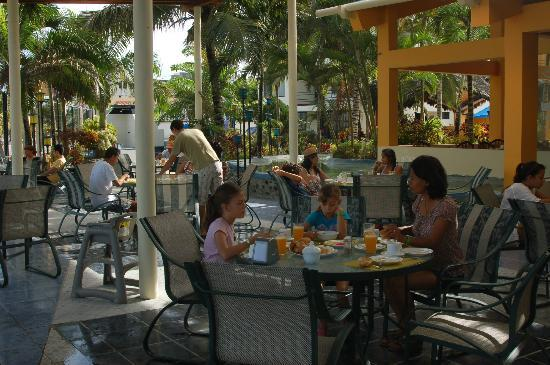 Atacames, Equador: breakfast at the open air restaurant