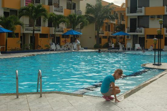 Atacames, Ecuador: The pool: spacious and clean