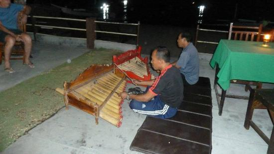 Gede Homestay: Gede entertaining us on our last night