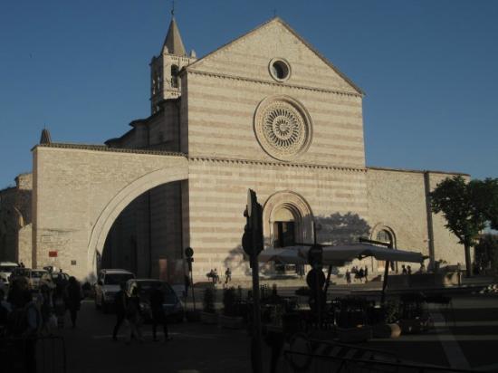 Piccola Umbria: Ristorante situato accanto alla Basilica di Santa Chiara
