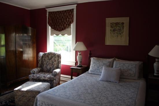 Cedar Heights Bed and Breakfast: Room
