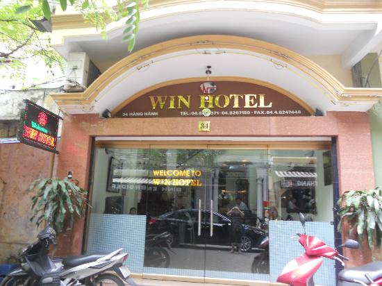 Win Hotel: Front Entrance