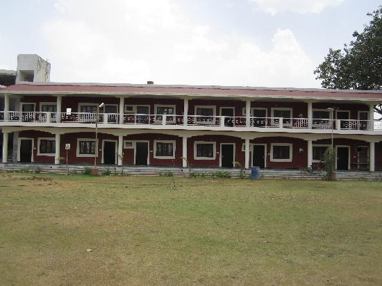 Laaj Guest House: front view