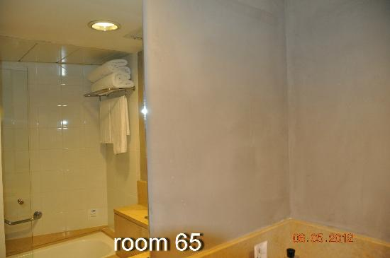 Sea Executive Suites: bathroom in suite 65