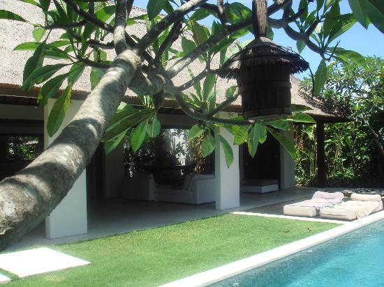 Vue du jardin photo de villa bali asri seminyak for Villa du jardin wedding