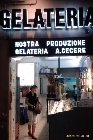 Gelateria Cecere Antonietta: Best Ice Cream ever, try their coffee too.......