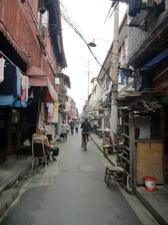 Wheely Bike Tours: woonwijk nabij Yuan Garden