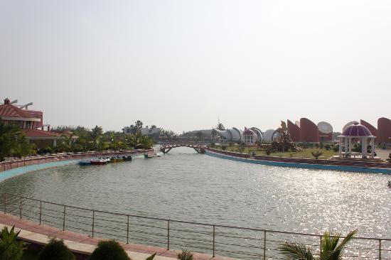 Rose Valley Manadarmoni Beach Resort: Boating area
