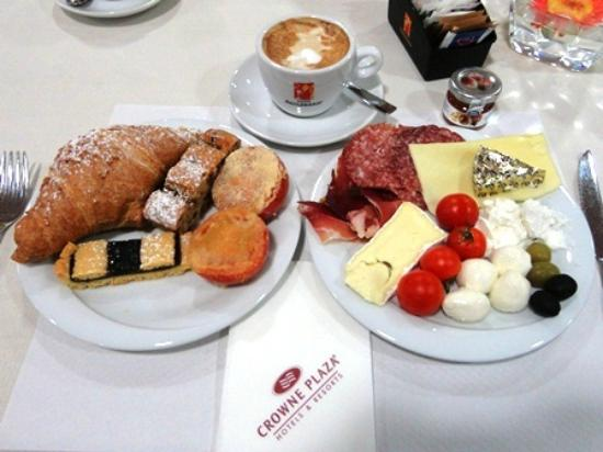 Crowne Plaza Venice East-Quarto d'Altino: 朝食(フルーツもたくさんある)