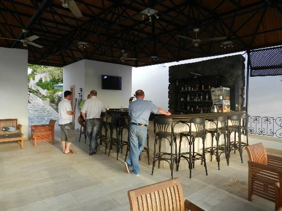 Hotel Comca Manzara: bar le soir