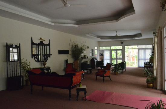 Bon Habi Resort: Another view of the lounge