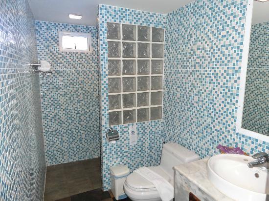 Chaweng Cove Beach Resort : the bathroom