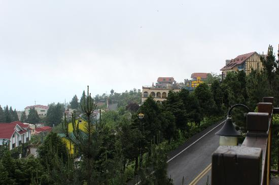 Jun Yue Hanging Garden Resort: View from front porch